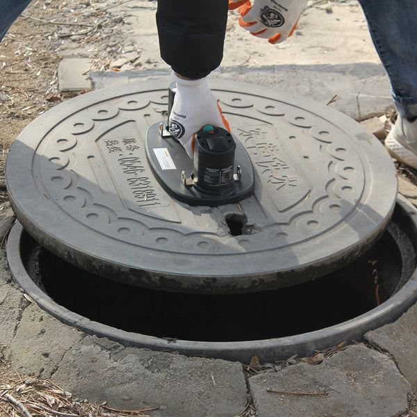 Electric suction cup to carry manhole cover