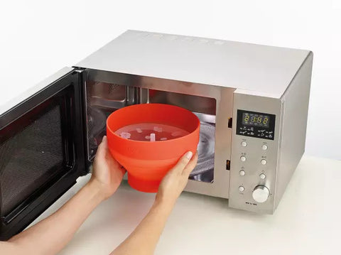 Put the lid on and put in the microwave, adjust to 750w, and heat for 2-3 minutes.