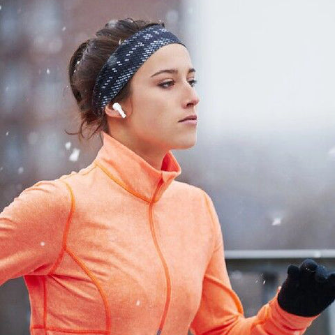 woman running with Pingko AIR 3 Pods Por Earbuds