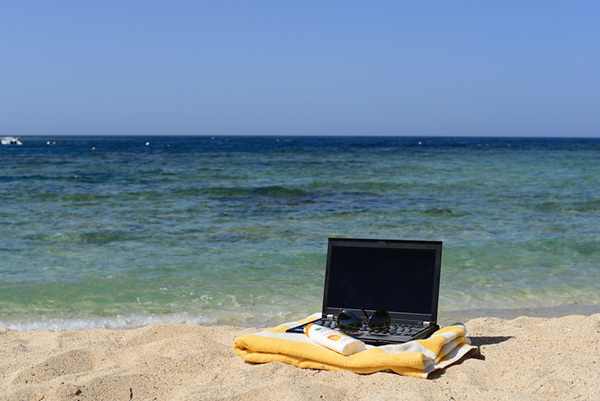 5 Types of People Need to Bring Laptop While Traveling