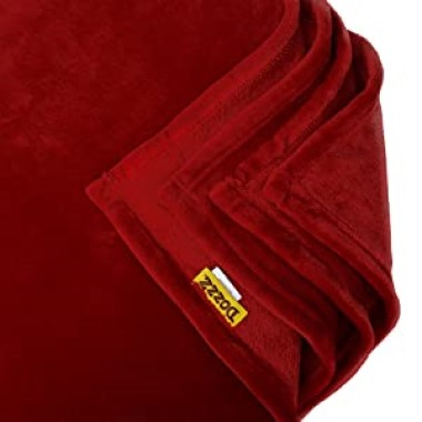 Dozzz Oversize Soft Flannel Throw Blanket Feature 2