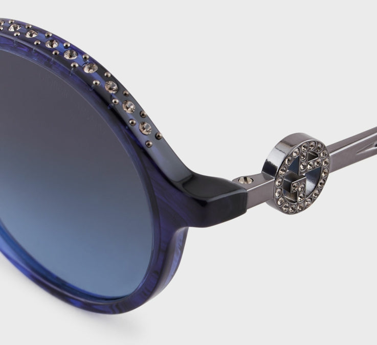 Catwalk woman sunglasses