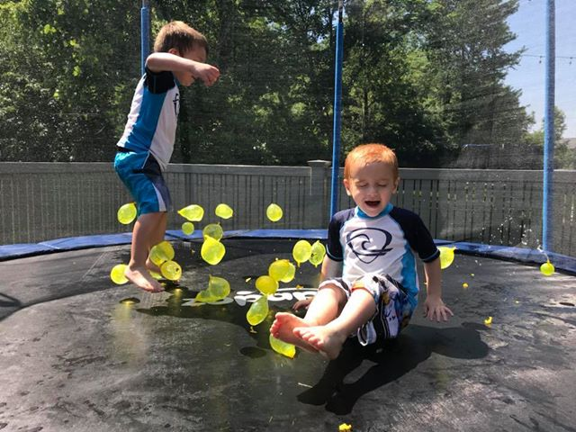 Play Water Balloons on Zupapa Trampolines
