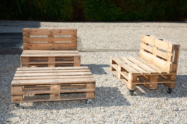 Stylish Outdoor Seating with Pallets