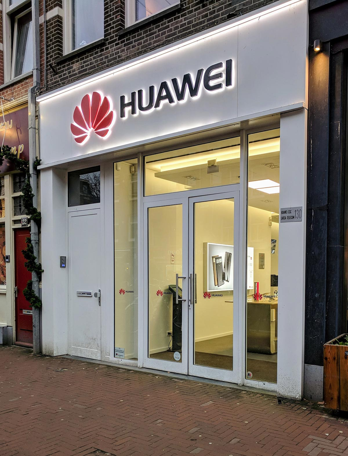 Huawei mobile phone shop window display