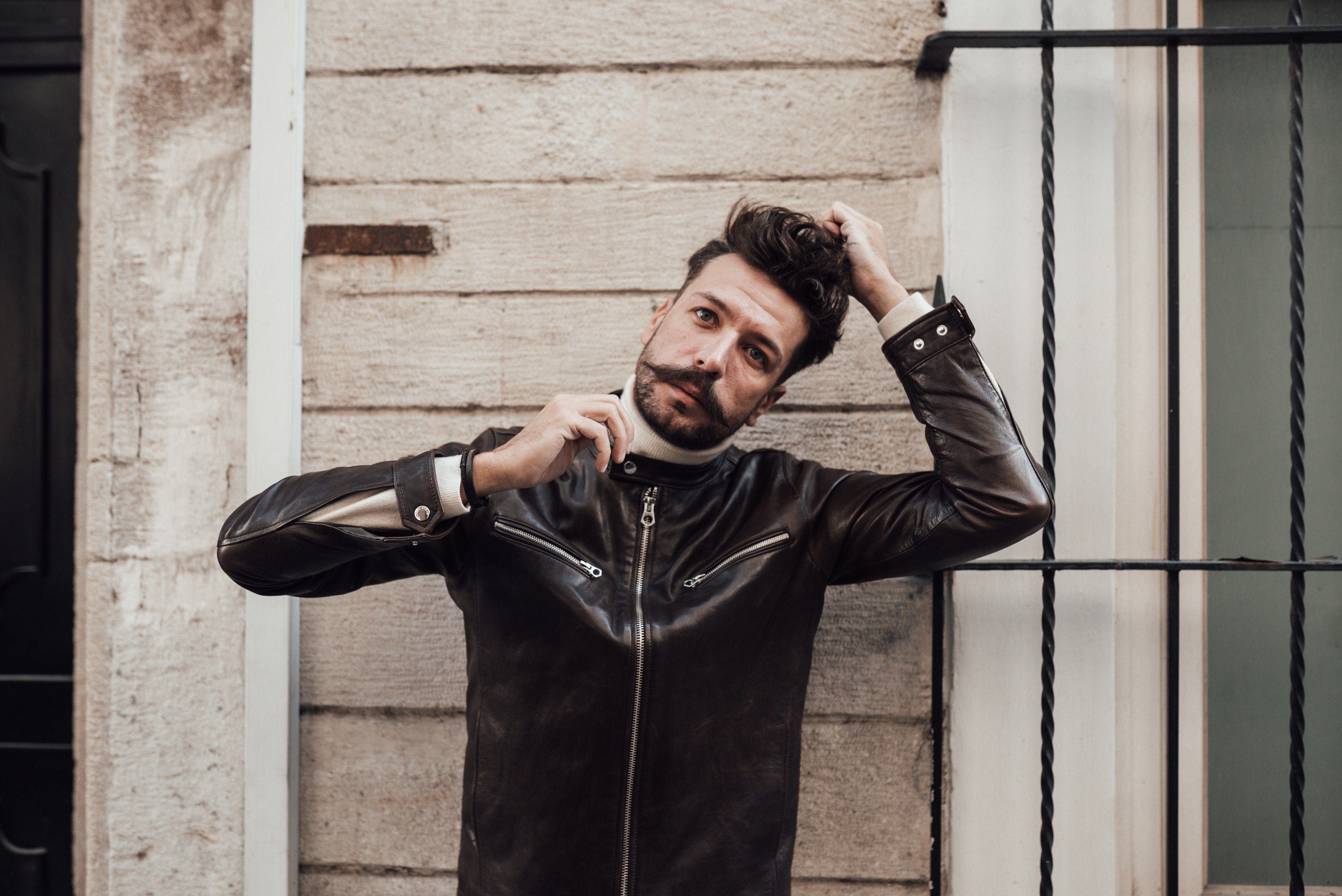 a leather jacket should be able to zip up