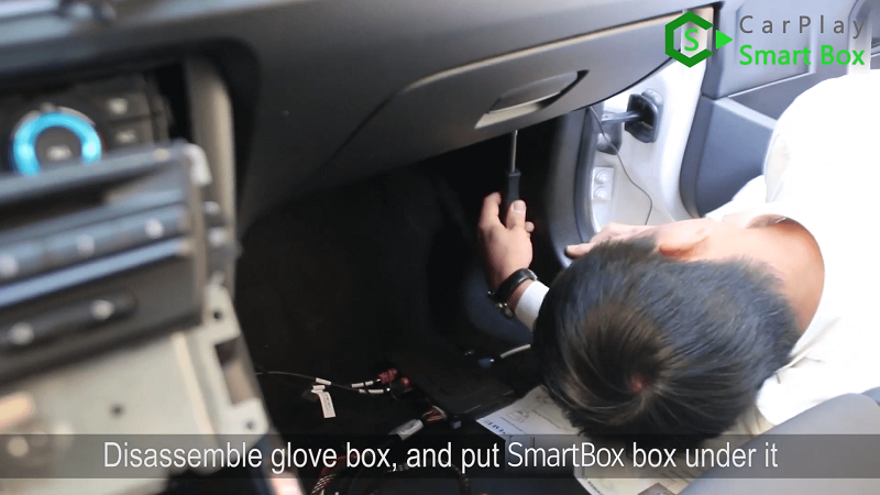 17.Disassemble glove box, and put Smart Box box under it.