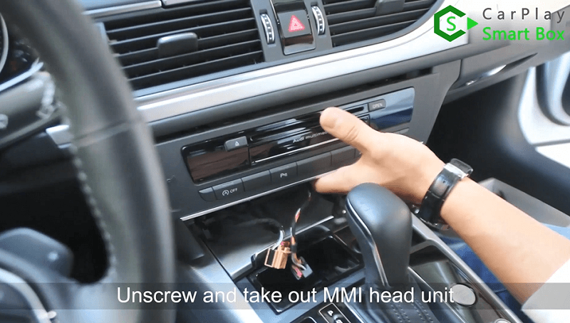 2.Unscrew and take out MMI head unit.