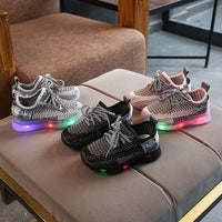 Boys Girls Lighted Sneakers Fly Weaving Light Children Kids Light Shoes Trainers Spring Autumn Walking Infantil LED Luminous Sole Baby Light Up Shoes
