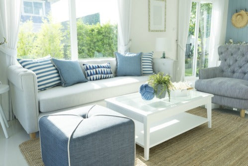 Coastal style incorporates the airy, open and relaxed atmosphere of the beach.