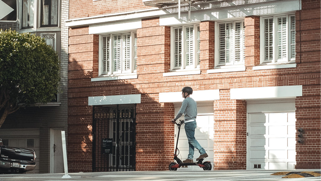 Varla Scooter in the city
