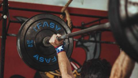 weightlifting bar with IFAST weights plates