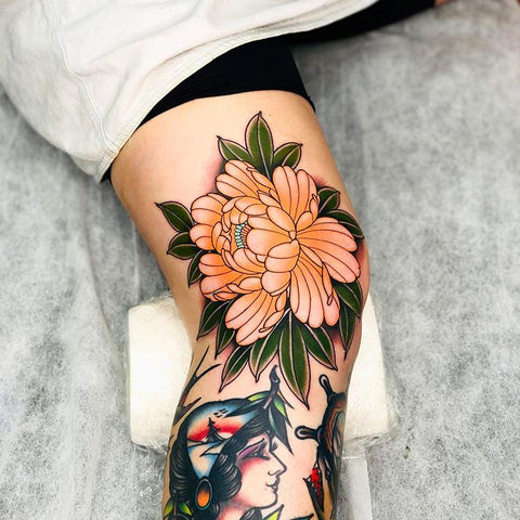 flower and woman knee tattoo