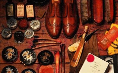 clean shoes tools