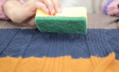removing the pills from sweater with a Scouring pad