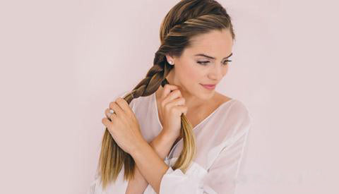 Back to school hairstyle Loop sided ponytail